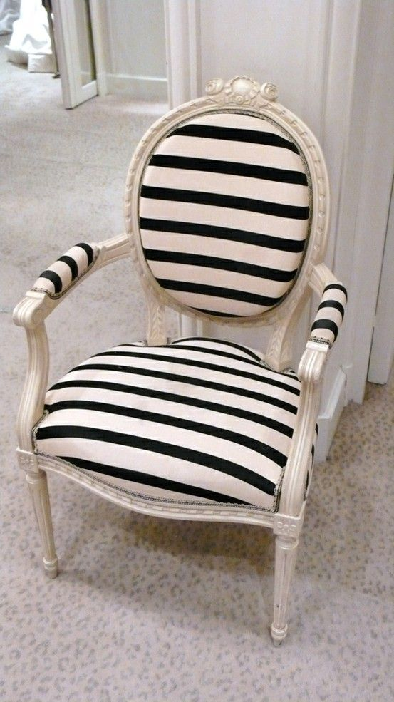 .Vintage Chairs, Black And White, Interiors Design, Black White, Stripes Chairs, Offices Chairs, Old Chairs, Accent Chairs, Design Home