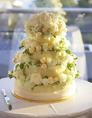 The cake, by Simmone Logue, was a four-tiered, double layered, flourless chocolate cake decorated with David Austin roses.