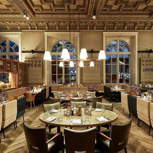 Anzeige Das Wiener Restaurant Salonplafond Ist Nicht Nur Nach Einem Besuch Im Museum Fur Angewandte Kunst Empfehlenswert K Restaurant Wien Table Settings