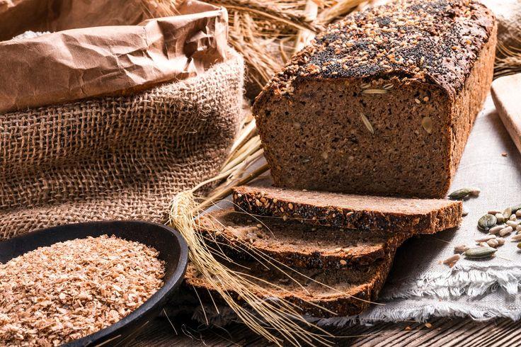 RECEPT: Upeč si pravý celozrnný chlebík. Prečo je zdravší ako ten z bielej múky? via @akademiakrasy