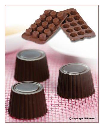 Bicchierini di cioccolato per mini delizie
