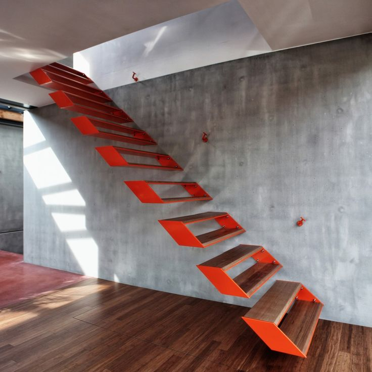 House Cliv / OYO_ Wild staircase: metal painted orange & wood.