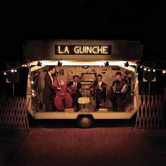 """La Guinche: groupe installé dans une caravane vintage pour """"guincher"""" toute la nuit"""