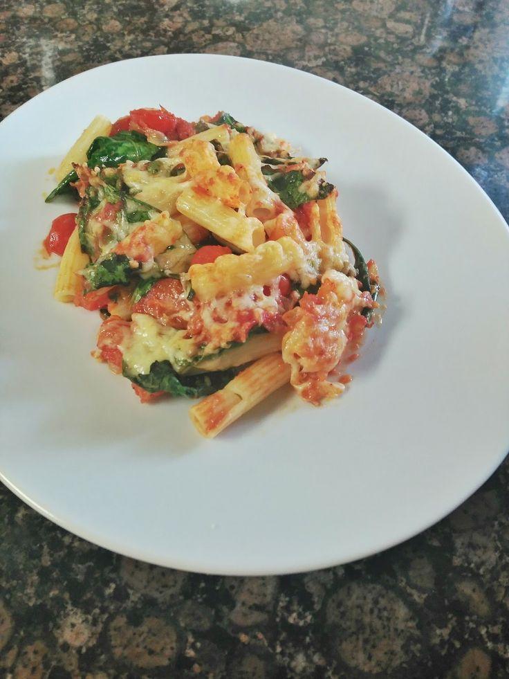 Receta de pasta gratinada con espinacas y tomates cherry. Pasta Salad, Potato Salad, Potatoes, Ethnic Recipes, Diet Ideas, Food, Vegetarian, Spinach Pasta, Easy Food Recipes