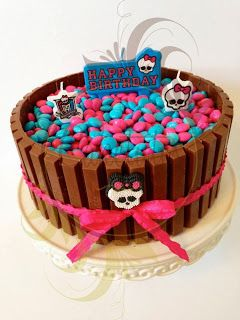 Caketutes Cake Designer: Bolo KitKat Monster High - Monster High Kit Kat Cake