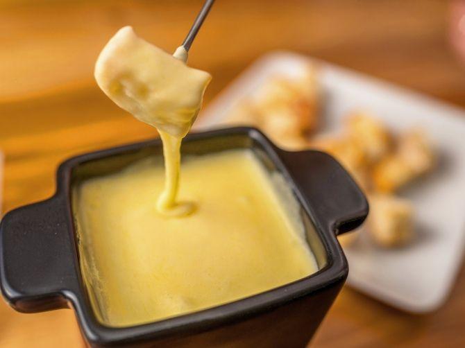 Klasszikus sajt fondue recept
