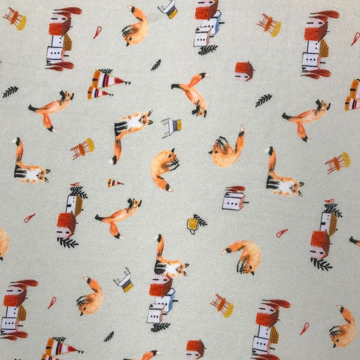 Souple et fluide, cette viscose imprimée de renards sur fond vanille ajoute une touche  à la fois élégante et malicieuse. Idéal pour la conception de tenues amples et légères :  jupe, robe, pantalon, haut, tunique et blouse, ce coupon de tissu est également adapté au vestiaire adulte et enfant.
