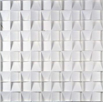 Minimalistisch werk van Jan Schoonhoven (1914-1994). Schoonhoven maakte aan het begin van zijn loopbaan vooral abstracte tekeningen en aquarellen. Vanaf 1955 ontstonden monochrome witte reliëfs. Hij gebruikte voor zijn kunstwerken de materialen ribkarton, papier-maché en closetrollen op een triplex ondergrond. De voorstellingen ontstonden volgens geometrische principes en de kunstwerken kregen nietszeggende namen.