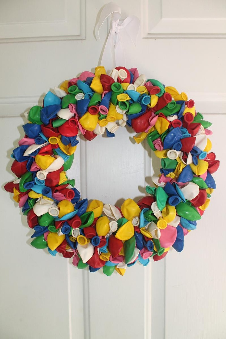 superleuk, kleurrijk en helemaal niet moeilijk!  gisteren eentje gemaakt voor in de klas.  ongeveer 400 ballonnetjes en 2 uurtjes werk. mateo en maude zijn er gek van!