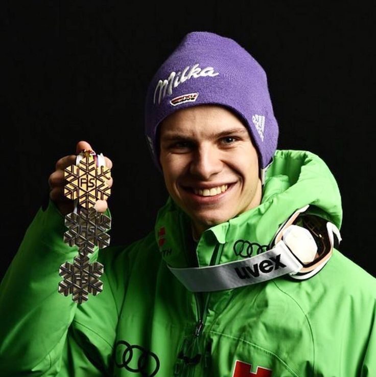 """Polubienia: 124, komentarze: 1 – Skijumping Norway  (@skijumpersnorway) na Instagramie: """"Maybe he will hold one more medal in his hand after todays team competition in @lahti2017 - good…"""""""