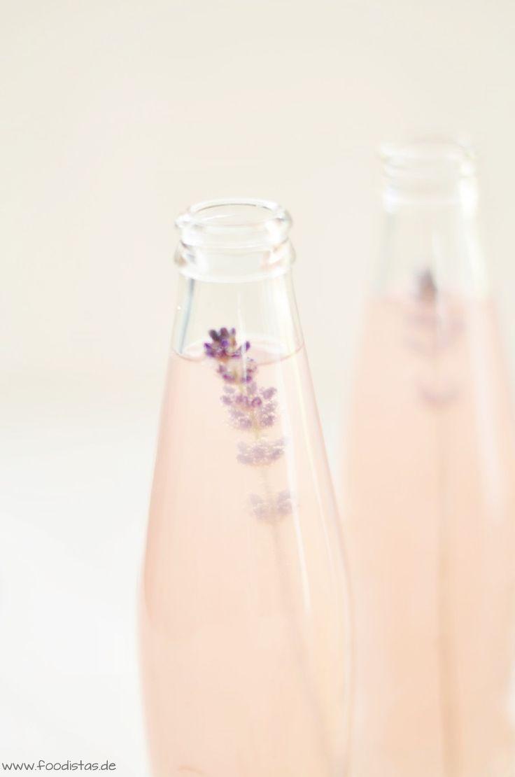 Lavendel-Zitronen-Limonade - Ein herrlich erfrischender Sommerdrink von den [Foodistas] - Lavender Lemon Lemonade - http://foodistas.de