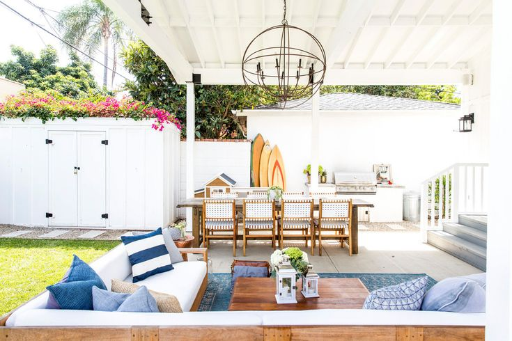 Craving summer? If you're not, this Mar Vista home will do the trick. Tour a home that perfects the coastal California-cool look and has the most gorgeous outdoor entertaining spot.