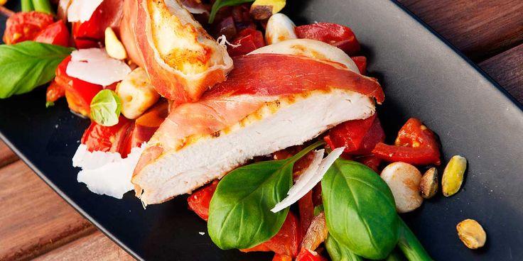 Er du ute etter en god oppskrift på kyllingbryst med serranoskinke? Besøk nettsidene til Taga og bli inspirert til å lage noe nytt!