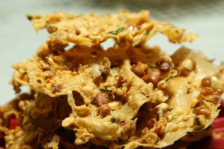 Resep Rempeyek Kacang - Sebelumnya admin sudah share resep perkedel tahu dan wortel , Untuk yang satu ini cocok untuk dijadikan cemilan atau sandingan pada