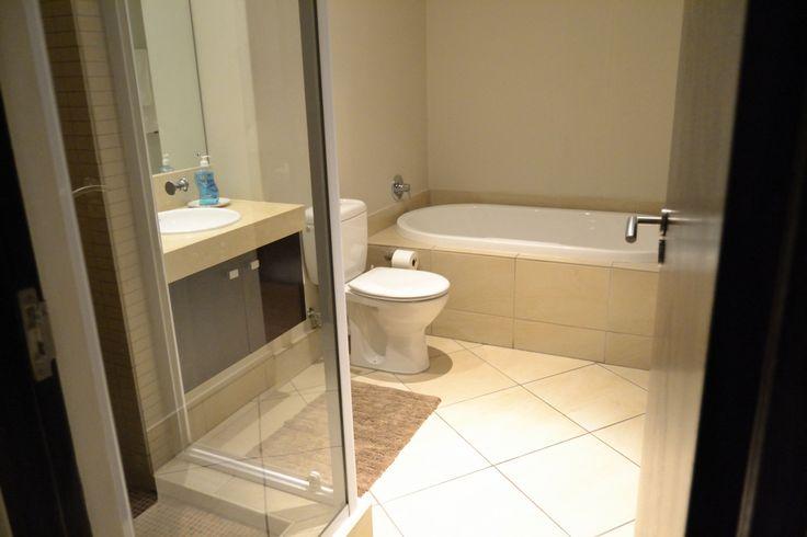 Guestroom@icon, Shower & Bath