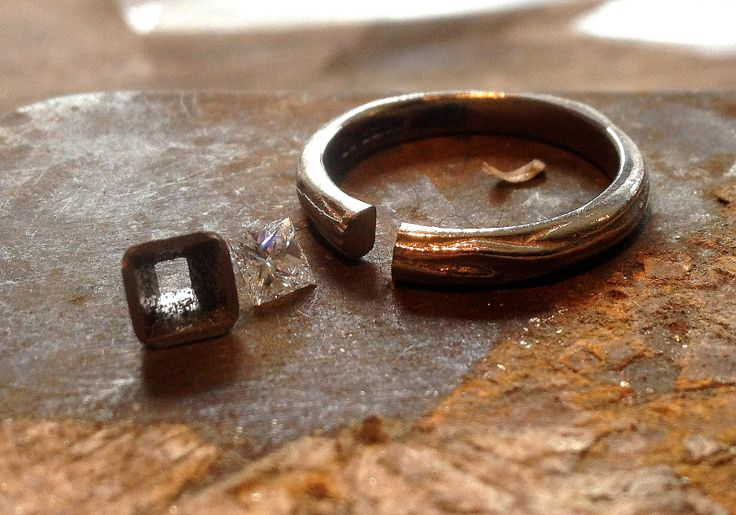 Alexandra Aurum: Making a 18ct white gold engagement ring with a 3....