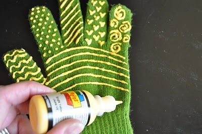 Quilting gloves: One Step Quilting, Quilting Ideas, Tutorials, Quilts, Machine Quilting, Quilting Gloves, Puff Paint