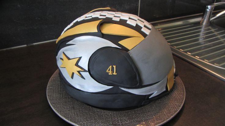 Gâteau anniversaire casque moto pâte à sucre Mai 2014
