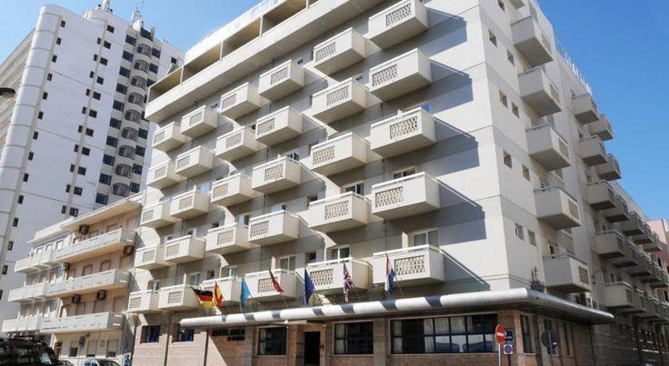 O Hotel Baia, dispõe de 108 quartos, com casa de banho privada, ar condicionado, televisão via satélite, cofre, telefone e Wi-fi em todo o hotel. Tem também ao seu dispor, Bar, Restaurante e lavandaria. Mais Informações: http://www.lugaraosol.pt/hoteis/portugal/algarve/faro/hotel-baia-de-monte-gordo