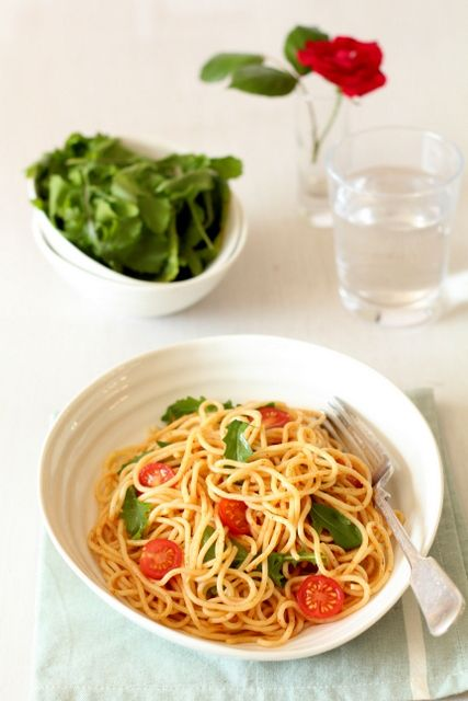 A fresh lemon pasta recipe ready in less than 20 mins. Suitable for vegans and vegetarians. One to add to your pasta recipes.