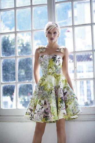 Krátke kvetované šaty Svadobný salón valery, šaty na svadbu, šaty pre družičku, šaty na stužkovú, krátke šaty, požičovňa šiat, kvetinové krátke šaty