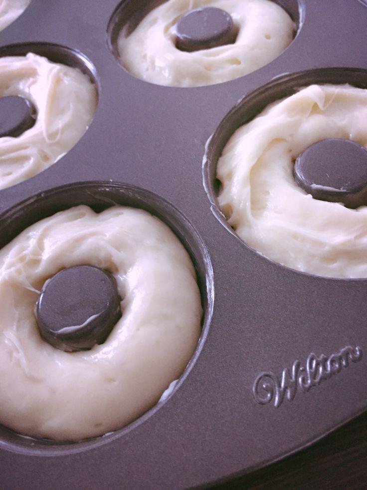 Kyllä se on hyvä aloittaa harjoittelu vappua varten, jo ajoissa. 😆 Ja uuden donitsipellin testaus. Ei enää rasvan käryjä Herkkiksen keittiössä! Kun donitsit tehdään uunissa. Nams!!!