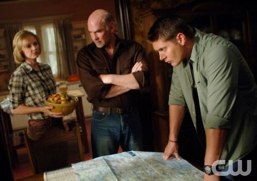 """""""In The Beginning"""" -Pictured (L-R) Allison Hossak as Deanna Winchester, Mitch Pileggi as Samuel Winchester, and Jensen Ackles as Dean in SUPERNATURAL on The CW. Photo: Sergei Bachlakov/The CW ©2008 The CW Network, LLC. All Rights Reserved."""