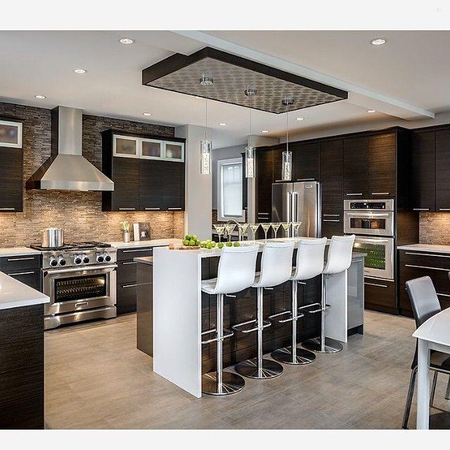 Loving this modern kitchen with the stone backsplash... - Interior Design Ideas, Interior Decor and Designs, Home Design Inspiration, Room Design Ideas, Interior Decorating, Furniture And Accessories