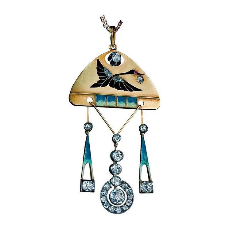 Neo-Russian style pendant by Carl Fabergé  in gold and enamel with diamonds and a ruby in the eye of the bird  Seen in 1stdibs. __________  Colgante de estilo neo ruso de Carl Fabergé  en oro y esmalte con diamantes y un rubí en el ojo del pájaro  Visto en 1stdibs. __________  #DeJoyaEnJoya #FromJewelToJewel #JewelryBlog #1stdibs #CarlFabergé #fabergé #VintageJewelry #vintage #AntiqueJewelry #antiques #VintagePendant #pendant #AntiquePendant #colgante #NeoRussian #diamonds #ruby #bird…
