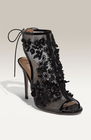 okay...so these aren't my style... BUT..these would look fabulous on my sister Hillary :)