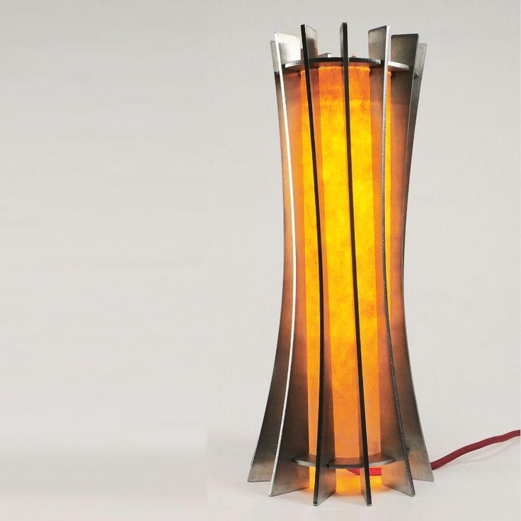 Lampe de table inox brossé option : abat-jour papier Japon artisanal. option : tranches poli miroir Ampoule Edison led 4w. Modèle déposé H38cm x 13cm (possibilité de réaliser une pièce à vos mesures jusqu'à 2m de hauteur) D'autres modèles sont disponible sur demande