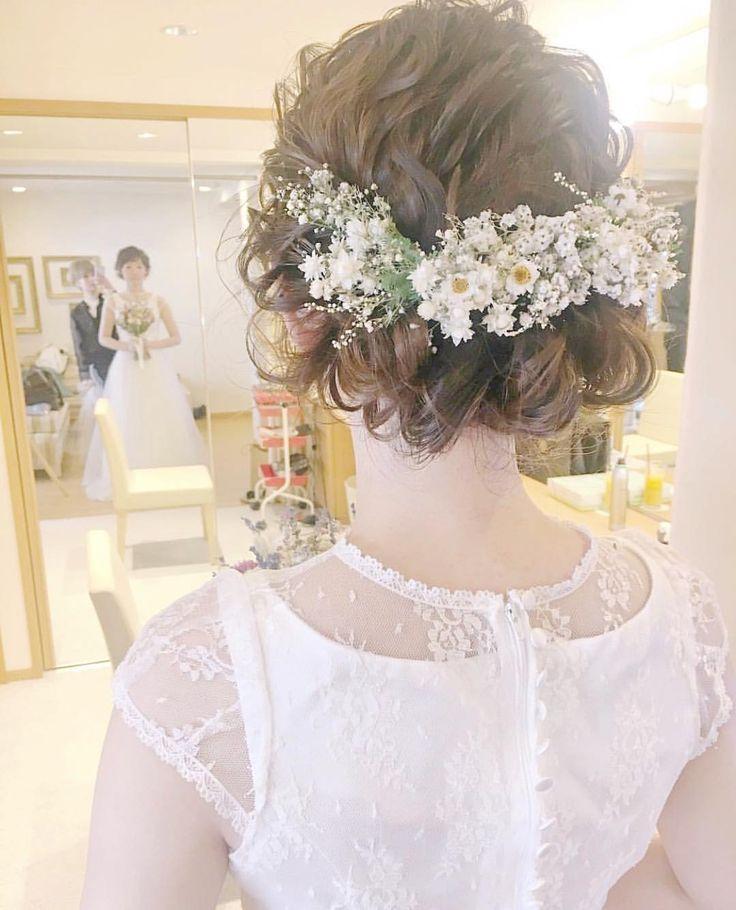 いいね!1,214件、コメント1件 ― プレ花嫁の結婚式準備アプリ♡ -ウェディングニュース-さん(@weddingnews_editor)のInstagramアカウント: 「* * #小花 たっぷり🌼 #ナチュラル 可愛い #ブライダルヘア がとっても素敵🌿💕 #ドレス の雰囲気にぴったり😍✨ * * こちらのお写真は #美容師 @sakincho1028…」
