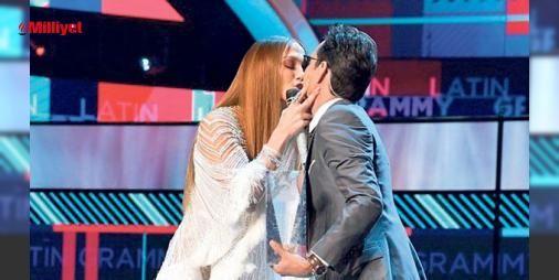 Öpücük yüzünden boşanıyor : Haberin Anthony ile eski sevgilisi Jennifer Lopezin Latin Grammy Ödülleri esnasında sahnede öpüşmesinin ardından gelmesi dikkat çekerken ikilinin ayrılık kararını daha önce aldıkları tahmin ediliyor. Anthony ve Lopeze yakın kaynaklar sahnede yaşanan olayın sadece masum bir öpücük olduğunu belirt...  http://www.haberdex.com/dunya/Opucuk-yuzunden-bosaniyor/89409?kaynak=feeds #Dünya   #sahnede #Anthony #Lopez #belirt #ediliyor