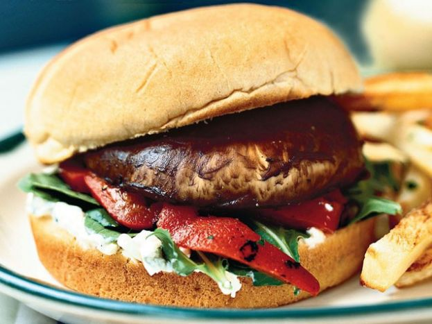 20 Minute Meals: Portabella Cheeseburger from Festival Foods dietitians blog