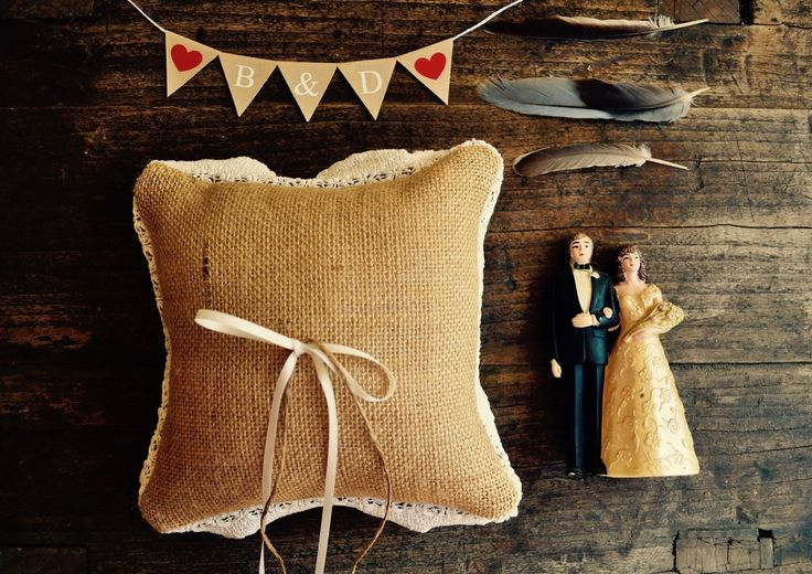 Custom cake topper by Collecting Feathers.