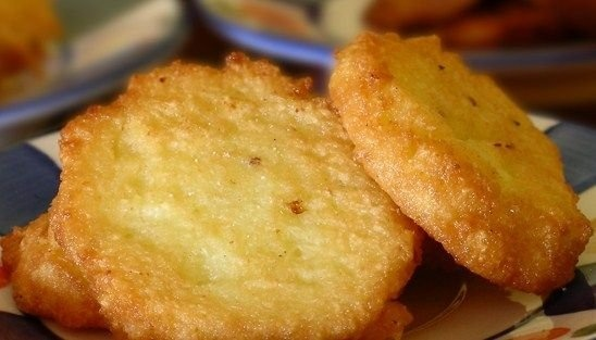 Arepitas de yuca   http://recipe.univision.com/receta/dominicanas/16221/arepitas-de-yuca-?locale=Sp=acompanantes