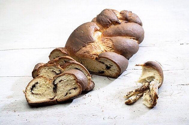 Τσουρέκι νηστίσιμο γεμιστό με σοκολάτα από την Αργυρώ Μπαρμπαρίγου | Φανταστικό νηστίσιμο τσουρέκι χωρίς αυγά, καλύτερο και απ΄το κανονικό!