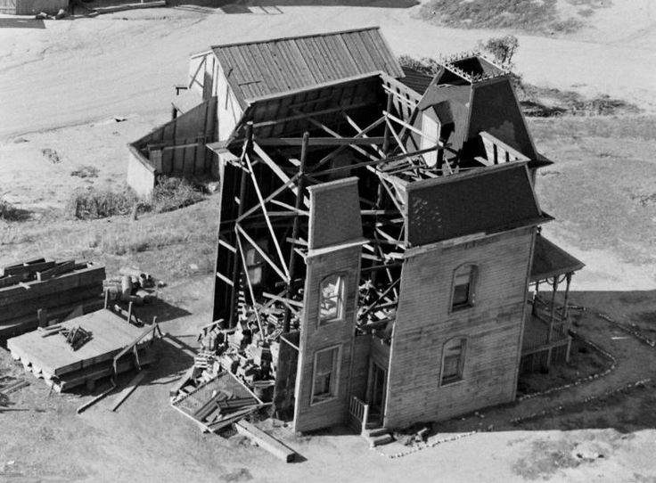 Building the bates motel 1960 on set pinterest for Norman bates house floor plan