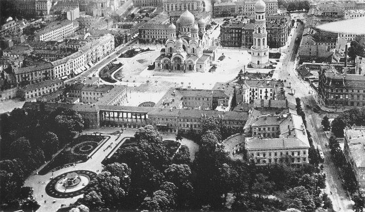 Pałac Saski około 1919, widoczny Sobór św. Aleksandra Newskiego; Źródło: wikipedia.org