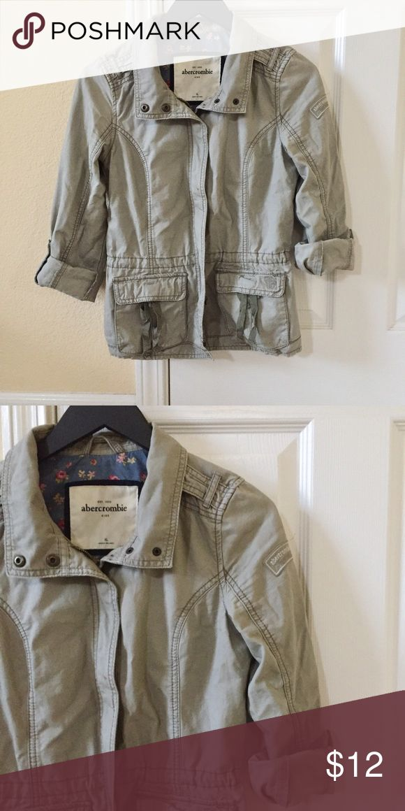 Abercrombie Girls' Green Utility Jacket - XL Green utility jacket from abercrombie girls. Size XL fits adult 00P or PXS. Side logo detail. Sleeves can be worn rolled up and held with button clasp (as pictured) or down/long. abercrombie kids Jackets & Coats Utility Jackets