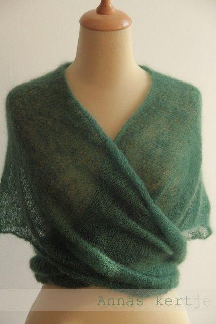 Lace ?? Yards Ravelry 587... Simple V-shawl pattern free