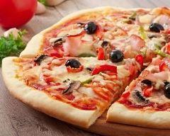 Pizza jambon, champignons et sauce tomate Ingrédients