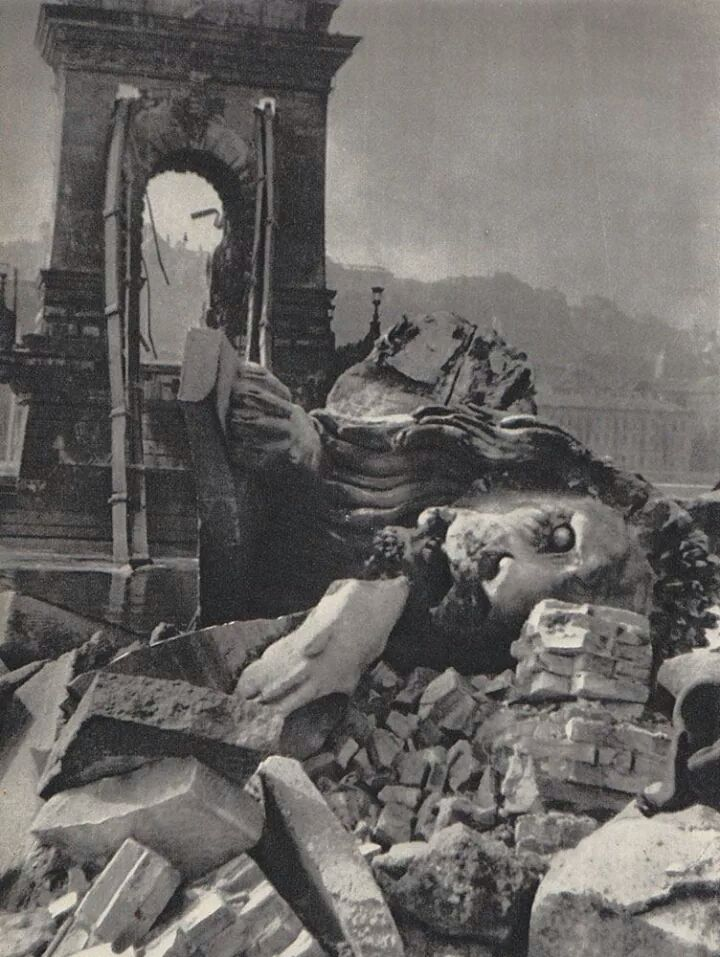 WW 2 the Chain Bridge in ruins 1945 BUDAPEST GUNGARY
