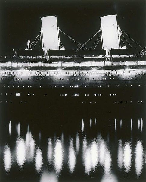 Max DupainLiner by night Year1940