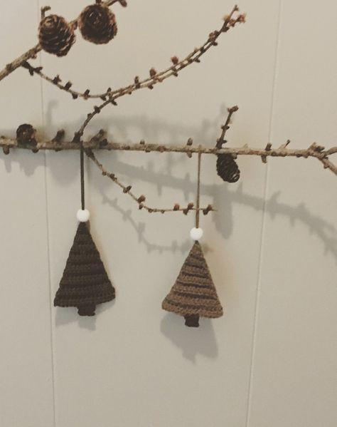 Hæklet juletræ til ophæng gratis hækle opskrift