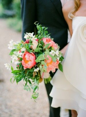 Peonies and greenery bouquet #wedding #bouquet #bridal #flowers #peonies #jasmine