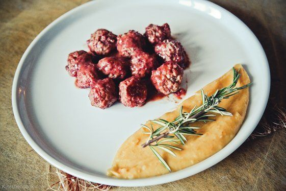 мясные шарики из индейки под клюквенным соусом