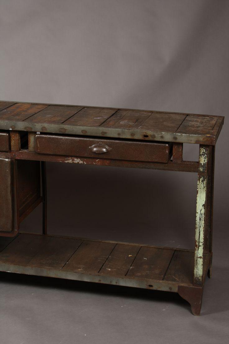 retro-vintage-jernbord-vaerkstedsbord-fransk-fransklandstil-landstil-arbejdsbord-barbord-rustik-industriel-industrielt-industrieltdesign-industrieldesign-jern-planker-raat-cool-unikt-enestående-indretning-bolig-boligdesigg-boligindretning-indretning