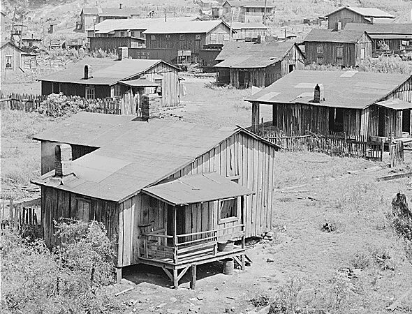 houses of miners Kentucky Straight Creek Coal Company Belva Mine Four  (vintage photo)