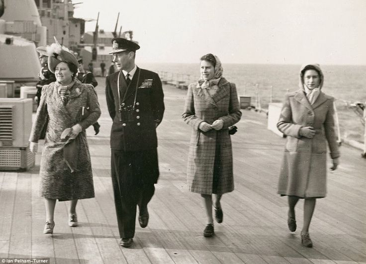 Princesses Elizabeth Amp Margaret Join Their Father King